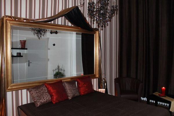 Brown Room 4