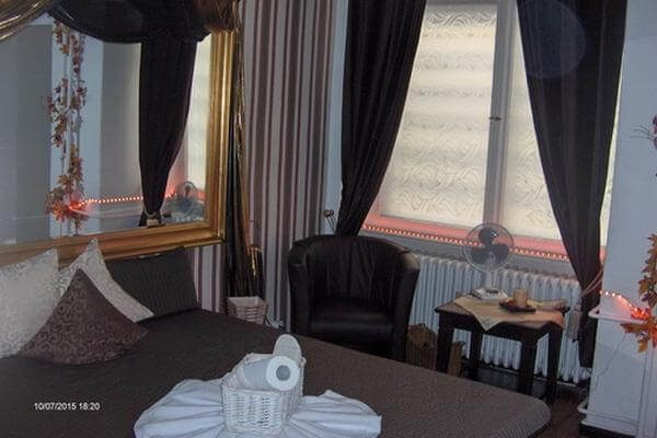 Brown Room 2
