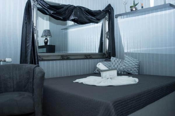 Silver Room 4